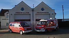 Feuerwehrhaus mit Fahrzeuge